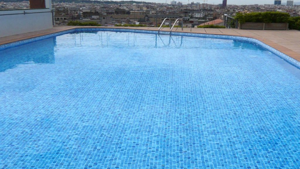 Zwembad afgewerkt met perzisch blauwe folie RENOLIT ALKORPLAN 3000