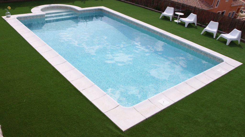 Zwembad afgewerkt met perzisch zandkleurige folie RENOLIT ALKORPLAN 3000