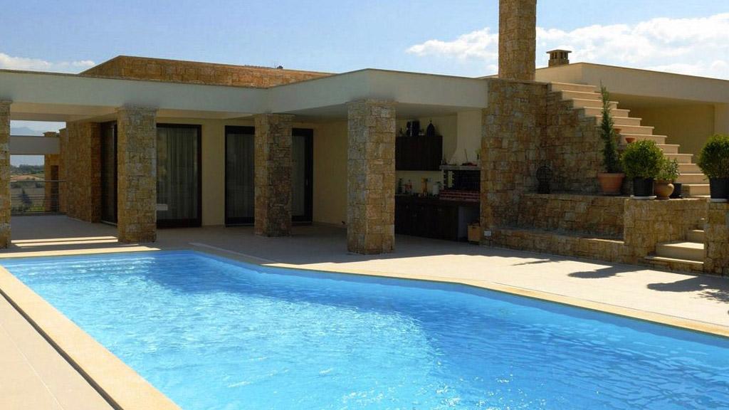 Zwembad afgewerkt met adriatisch blauwe folie RENOLIT ALKORPLAN 2000