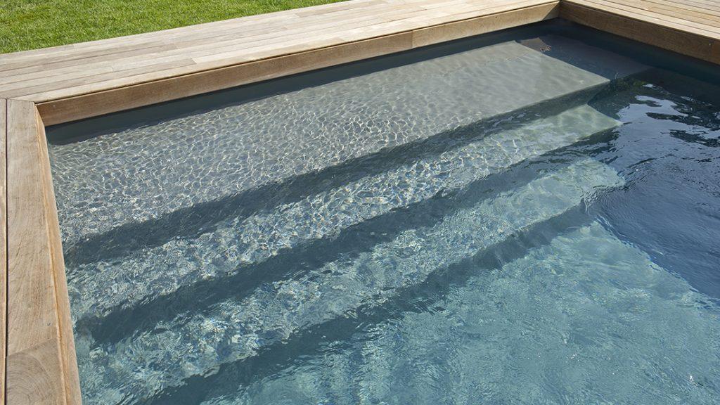 Zwembad afgewerkt met donkergrijze folie RENOLIT ALKORPLAN 2000